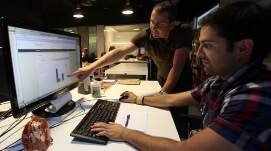 Guillermo Vilarroig e Iker Jericó en las nuevas oficinas de Overalia