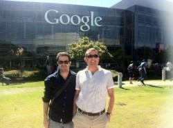 Guillermo Vilarroig e Iker Jericó, de Overalia, en la sede central de Google